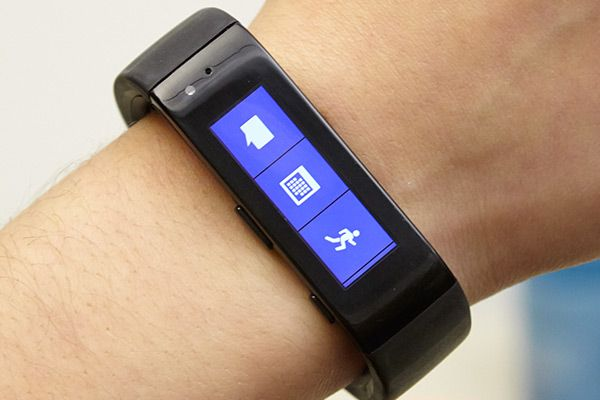 Microsoft Band links you with Facebook