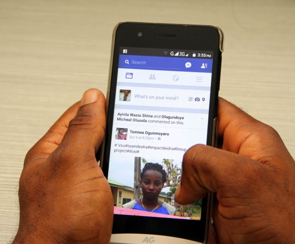 A mobile user using Facebook App