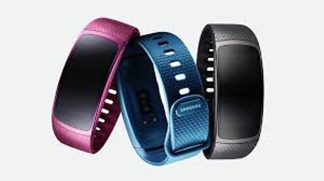 Samsung unveils Gear Fit2, the large screen wearable with embedded GPS